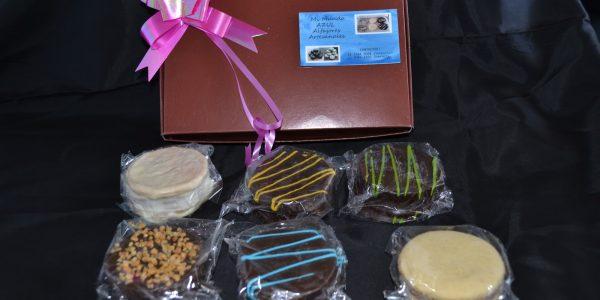 1 - D. Valdez caja de 6 alfajores marron