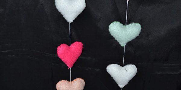 4 - A. Renaudi Colgantes de corazones